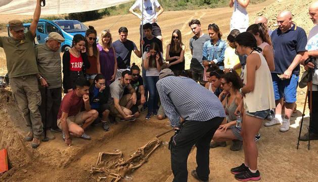Exhumación de los restos mortales de una víctima del golpe de 1936.