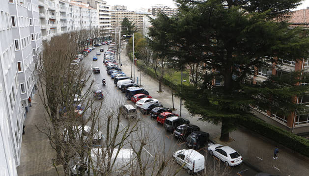 Vista de la calle Sancho el Fuerte, en la Plaza de los Fueros, donde se llevará a cabo la poda hasta mañana.