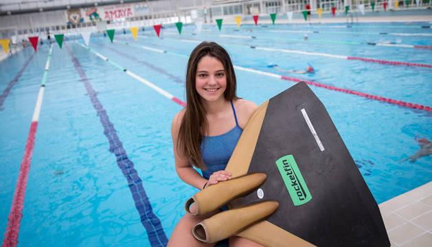 Natalia Resa, nadadora de Villafranca, en la piscina de la Ciudad Deportiva Amaya donde entrena.