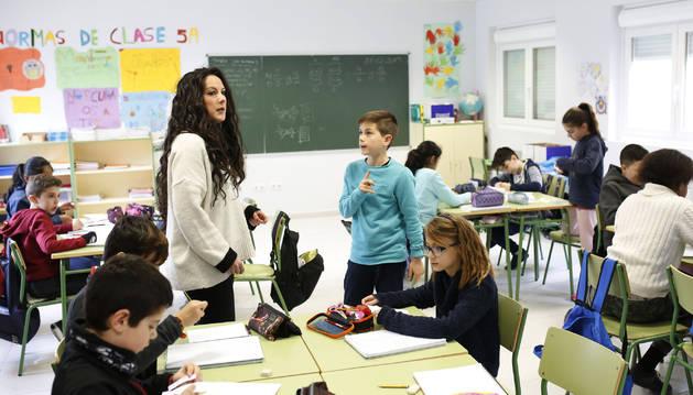 Alumnado del colegio Mendialdea I durante una clase.