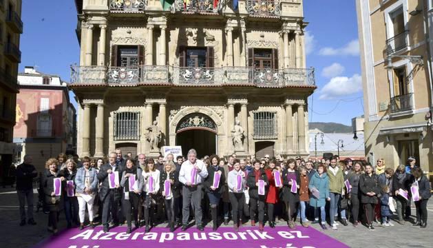 Concentración del Ayuntamiento de Pamplona por el Día de la Mujer.