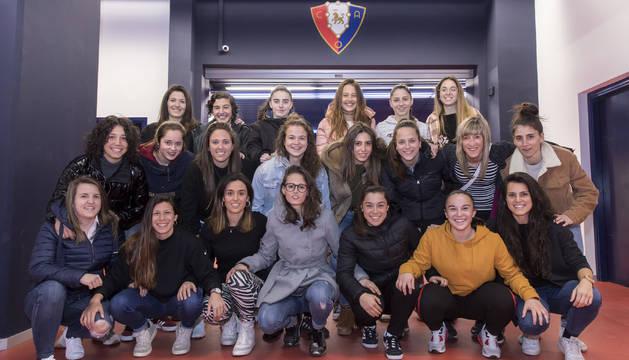 Las jugadoras de Osasuna Femenino, en El Sadar.