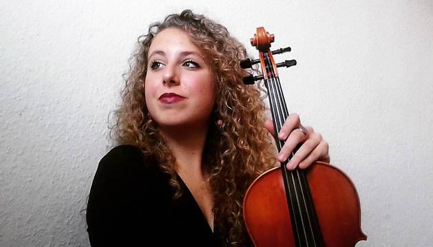 Además de tocar con la GMJO, Alicia Álvarez estudia un máster de interpretación de viola en la Escuela Superior de Música Franz Liszt de Weimar.
