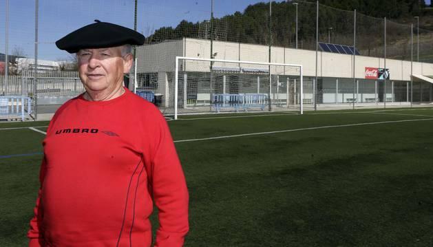José Mari Gárriz Riezu, retratado el penúltimo día de febrero, en el campo de fútbol de Lezkairu.