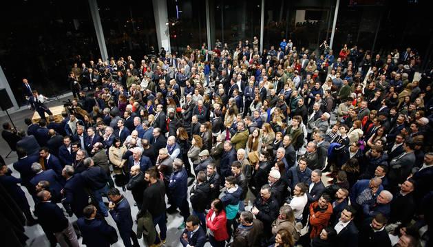 El corte de la cinta inaugural corrió a cargo de Manuel Terroba (director de Mini en Europa), Luis Miguel García (gerente de Lurauto), Guenther Seemann, presidente ejecutivo de BMW Group España y Portugal, y Jean-Philippe Parain, vicepresidente BMW en Europa.