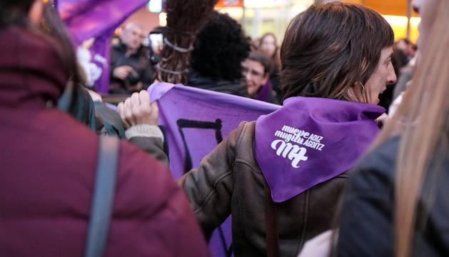 Multitudinaria manifestación por el Día de la Mujer en la capital navarra