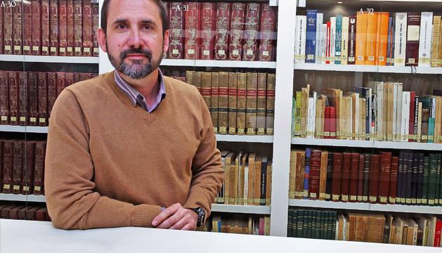 Joaquín Berges en el club de lectura de Diario de Navarra