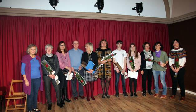 Los ganadores en las distintas modalidades del concurso, junto a la edil Marisa Marqués y organizadoras del concurso.