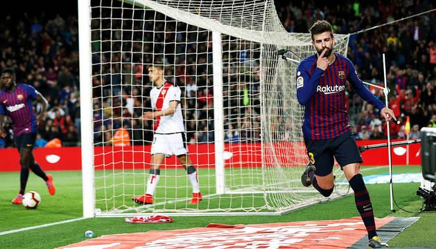 Gerard Piqué celebra el tanto que marcó y supuso el 1-1 en el marcador.