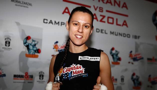 Foto de la española Joana Pastrana (15-1), logró retener su título mundial del peso mínimo de la FIB frente a la mexicana Ana 'La Bronca' Arrazola.