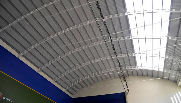Vista del nuevo tejado y la red de protección.