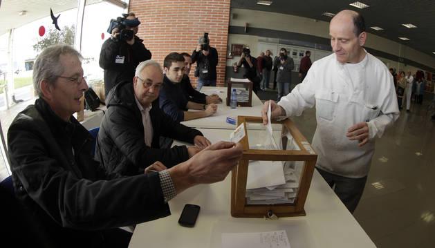Las urnas estarán abiertas de doce de la noche a seis y media de la tarde para los especialistas.