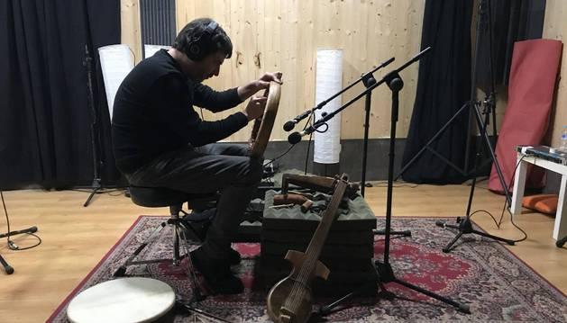 Xabier Erkizia en su estudio de Lesaka en una imagen de archivo.