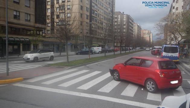 Foto del vehículo siniestrado en la calle Esquiroz.