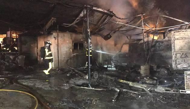 Foto del incendio en Navalcarnero apagado por Bomberos de la Comunidad de Madrid.