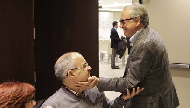 Miguel Sanz saluda a Eladio Ezpeleta