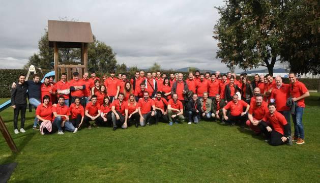 Foto de familia de todos los participantes en el torneo de mus.