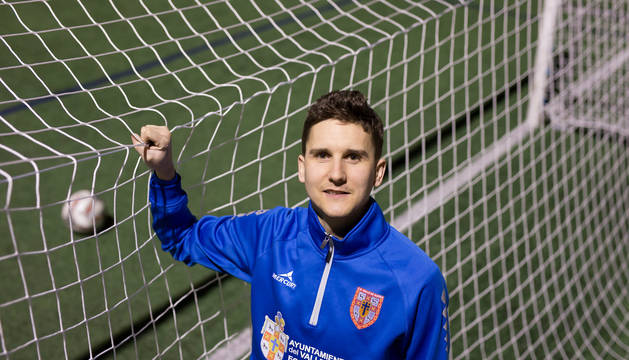 El delantero del Valle de Egüés, David Arguiñano, marcó, de penalti, el gol que le dio un importante victoria a su equipo.