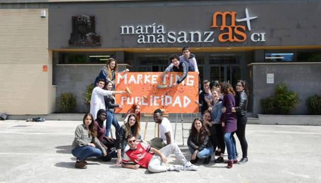 Fotografía de grupo tomada en la mañana de este martes a los estudiantes responsables de sacar adelante la iniciativa.