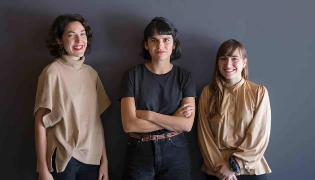 De izq. a dcha.: María Elorza, Maddi Barber y Maider Fernández, el martes en Baluarte.