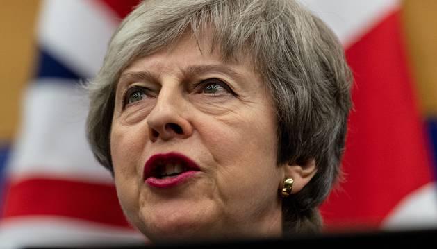 Foto de la primera ministra británica, Theresa May, en una rueda de prensa junto al presidente de la Comisión Europea, Jean-Claude Juncker.