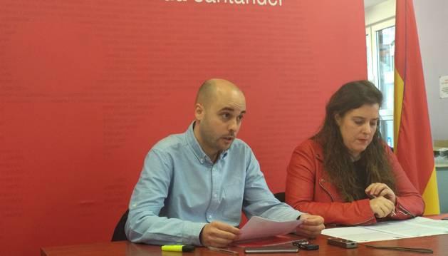 Foto de Israel Ruiz y Vanessa Angustia, en rueda de prensa .