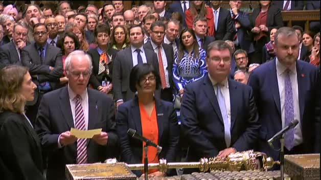 El Parlamento británico rechaza el acuerdo de May y asume el control del Brexit