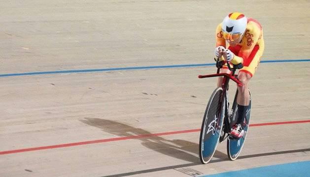 Foto del navarro Eduardo Santas brilló ayer en la primera jornada del campeonato en la persecución individual.