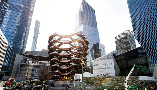 Fotografía que muestra varios edificios pertenecientes al complejo Hudson Yards, calificado como el mayor proyecto inmobiliario privado del país, este jueves en Nueva York (Estados Unidos).