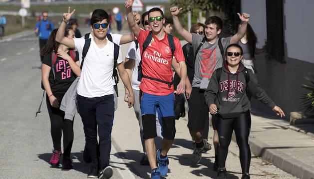 Un grupo de peregrinos caminaba este sábado feliz a Javier.