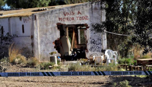 foto de Agentes de la Policía Científica de la Guardia Civil en el lugar de la muerte de los dos niños de Godella