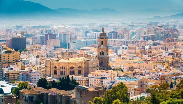 Detenidas 22 personas por estafar 15.000 € con el alquiler de un piso en Málaga