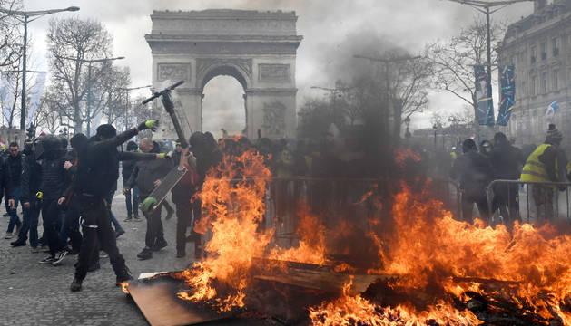 Saqueos y disturbios durante un acto de los