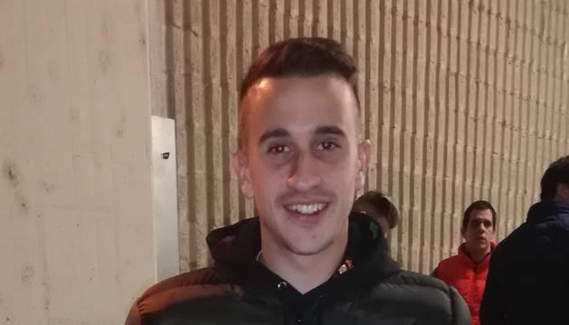 Álex Berenguer, con la camiseta de Oier.