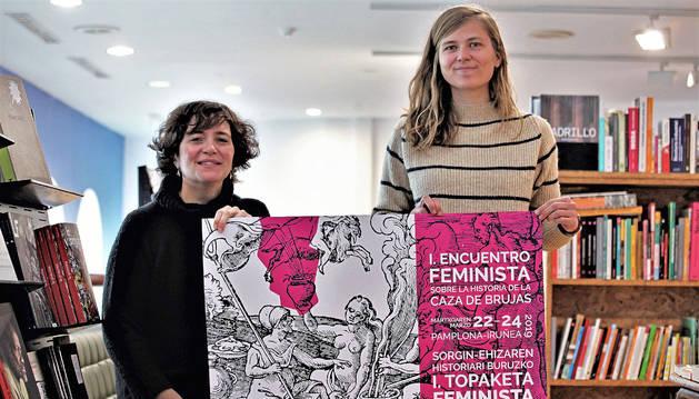 Nerea Fillat (izda) y Joanna Rodionova presentaron el encuentro sobre la historia de la caza de brujas.
