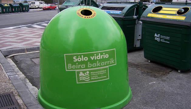 Un contenedor de vidrio en la calle Irunlarrea.