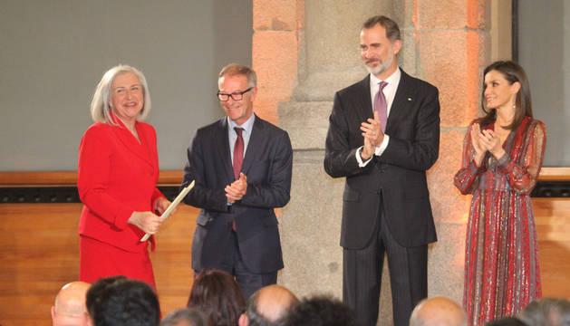 Teresa Catalán recibe su Premio Nacional en el Museo del Prado.