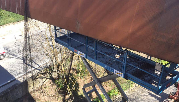 El desmontaje de los paneles inferiores de la pasarela de Labrit comienza este jueves