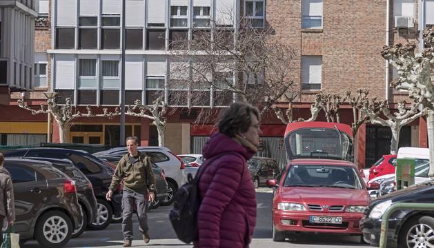 La plaza Sierra de Aralar, antes estacionamiento libre y ahora bajo el control de la regulación.