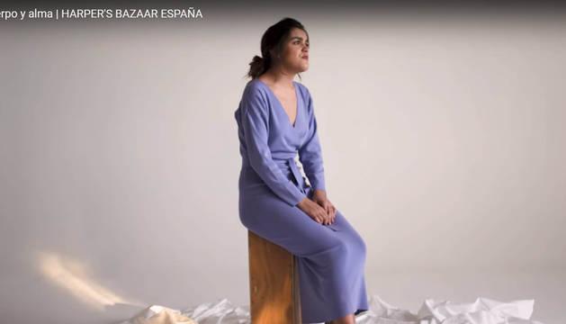 Amaia Romero canta a capela mientras posa para una publicación de moda