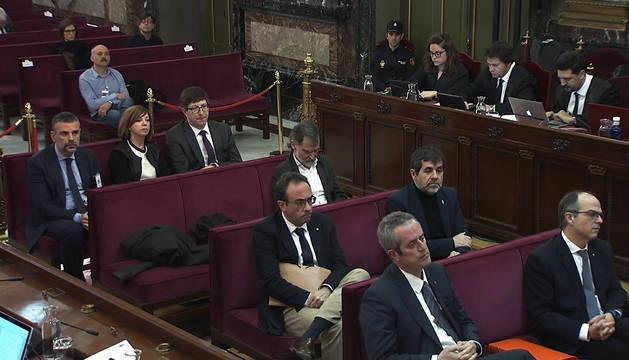 Imagen tomada de la señal de video institucional del Tribunal Supremo de algunos de los acusados durante la vigésima jornada del juicio del