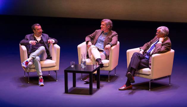 José Luis Garci, Rafael Llano y Eduardo Torres-Dulce durante el coloquio en el Teatro del Museo Universidad de ava