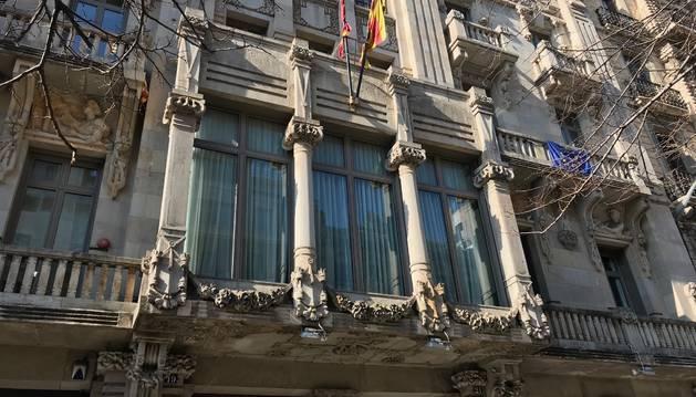 Retiran el lazo blanco de la Consejería de Economía de la Generalitat, que dirige ERC.