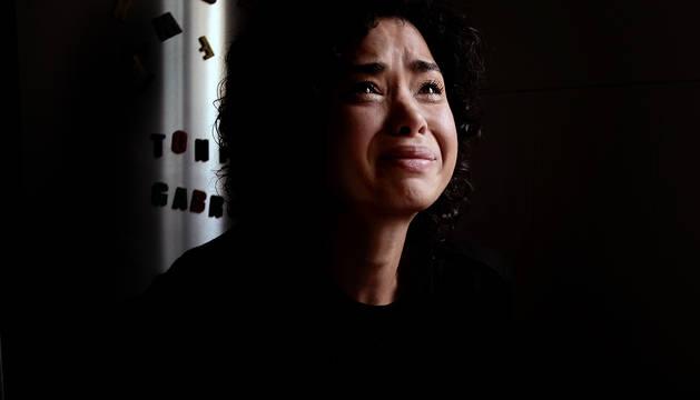 Foto de Arianna Arellano De Figueiredo recuerda entre lágrimas en su casa de Campanas a su hermano Diego, asesinado en 2017.