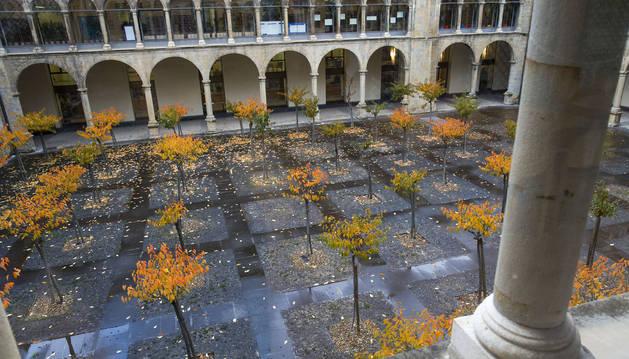 Foto del patio interior del departamento de Educación del Gobierno de Navarra. La administración asegura que han seguido los protocolos.