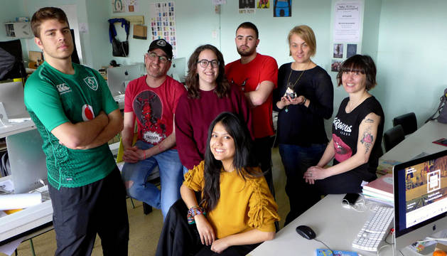 Foto de Rubén Puértolas, Txesco Sesma, Andrea Sánchez, Asier Velaz, la profesora Laura Sáez, Cris Baigorri y Rosa Iriarte (delante).