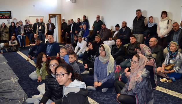 Los asistentes, de todas las edades, compartieron durante dos horas el interior de la mezquita de San Adrián.