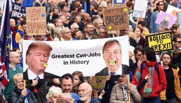 Cientos de miles de personas se manifiestan por un referéndum del 'brexit'