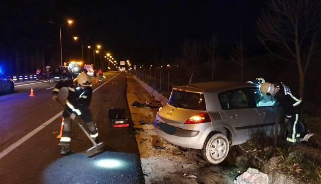 Siete heridos, uno de ellos grave, al colisionar dos coches en la Ronda de Pamplona en Mutilva