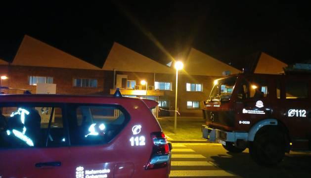 Bomberos de Logroño sofocan un fuego en una empresa papelera de Viana